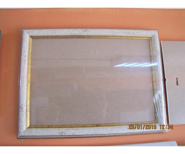 Фирмата изработва и рамки за огледала